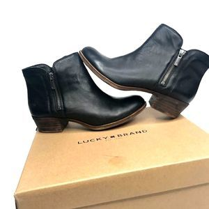 Lucky Brand black booties sz 8 with zipper detail
